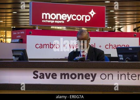 currency exchange kiosk in departure lounge terminal 5 london stock photo 136938985 alamy. Black Bedroom Furniture Sets. Home Design Ideas