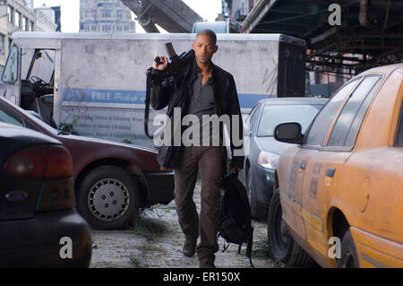 I Am Legend is a 2007 American post-apocalyptic science fiction horror film directed by Francis Lawrence and starring - Stock Photo
