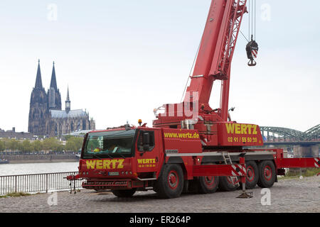 Europe, Germany, North Rhine-Westphalia, Cologne, truck-mounted crane of the company Wertz on the banks of the river - Stock Photo