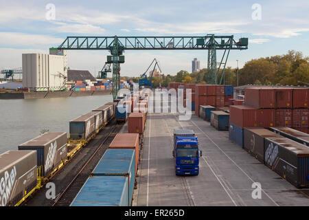 Europa, Deutschland, Nordrhein-Westfalen, Koeln, Container-Terminal im Niehler Hafen.  Europe, Germany, North Rhine - Stock Photo