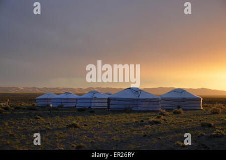 A yurt turist camp in the Gobi desert near the Khongoryn sand dunes, Omnogovi province, southern Mongolia. - Stock Photo