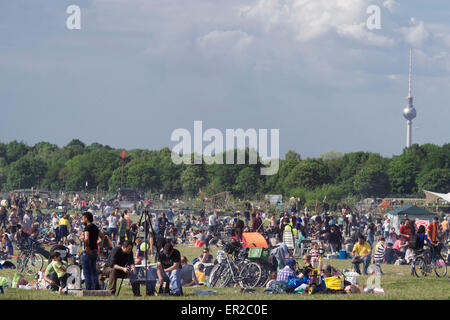 Berlin, Germany. 25th May, 2015. The barbecue area of Tempelhofer Feld is filled with people on Pentecost in Berlin, - Stock Photo