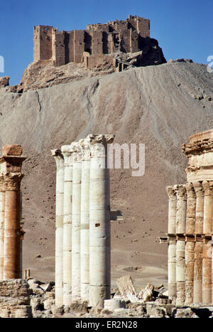 Qalaat Ibn Maan, Palmyra, Syria. High on a hill overlooking Palmyra is the Qalaat Ibn Maan built in the 17th century. - Stock Photo