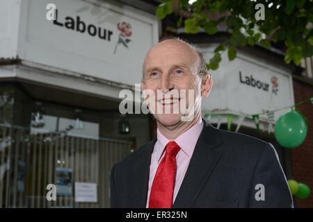 Wentworth & Dearne MP John Healey outside his Wath-Upon-Dearne office near Rotherham, UK. Photo by Scott Bairstow/Alamy