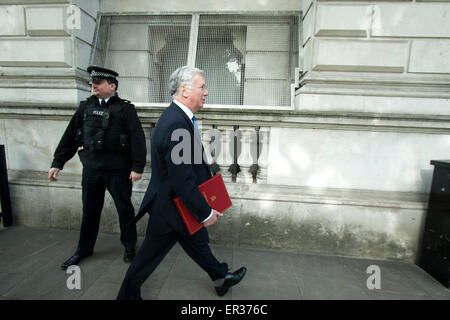 Westminster London,UK. 26th May 2015. Defence Secretary Michael Fallon arrives at Downing street for the weekly - Stock Photo