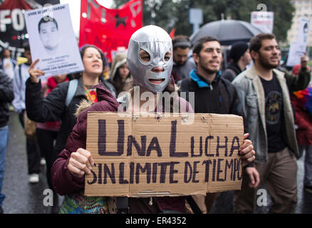 (150527) -- BUENOS AIRES, May 27, 2015 (Xinhua) -- Relatives of the missing students of the Rural Normal School - Stock Photo