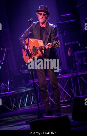 Varese Italy. 26 May 2015. The Italian singer/songwriter FRANCESCO DE GREGORI performs live at Teatro di Varese - Stock Photo