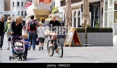 Brighton UK 27th May 2015 - A cyclist enjoying the hot weather in Brighton city centre today - Stock Photo
