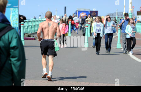 Brighton UK 27th May 2015 - A runner enjoying the hot weather along Brighton seafront today - Stock Photo