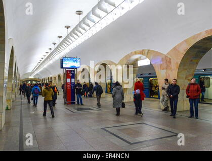 Moscow, Russia. 19th May, 2015. Passengers at Kuznetsky Most metro station of the Tagansko-Krasnopresnenskaya Line. - Stock Photo