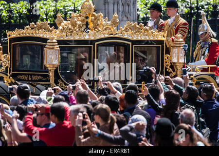 London, UK. 27th May, 2015. The Queen looks out at the crowd as she leaves Parliament in her carriage. Credit:  - Stock Photo