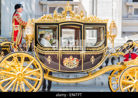 London, UK. 27th May, 2015. The Queen, Prince Charles and her crown pass down Whitehall, in carriages of state, - Stock Photo