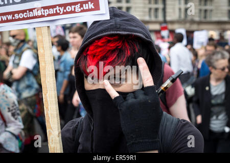 London, UK. 27th May, 2015. A demonstrator poses in central London during an evening of protest against public sector - Stock Photo