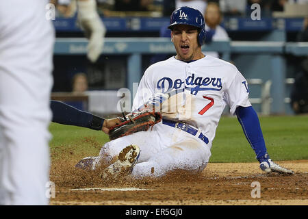 Los Angeles, CA, USA. 26th May, 2015. Alex Guerrero gets tagged out at home in the game between the Atlanta Braves - Stock Photo