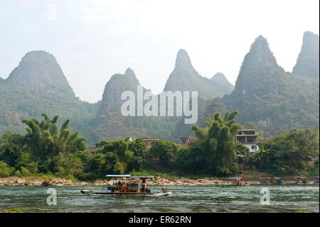 Simple raft, karst mountains, Li River, Li Jiang, Yangdi Town, Yangshuo, near Guilin, Guanxi Autonomous Region - Stock Photo