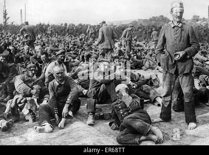 German prisoners of war from the Somme offensive tired and footsore, they have just arrived at their camp. The first - Stock Photo