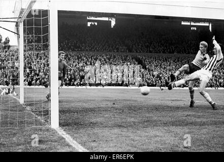 English League Division One match at the Hawthorns. West Bromwich Albion 5 v Wolverhampton Wanderers 1. Jeff Astle - Stock Photo