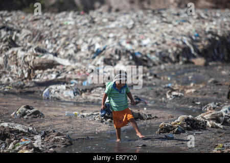 Chinautla, Guatemala. 28th May, 2015. A boy plays in Las Vacas Rio, in the municipality of Chinautla, in Guatemala - Stock Photo