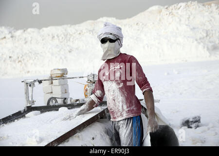 Minya, Egypt. 28th May, 2015. An Egyptian quarry worker poses on a limestone quarry at the village of Shorfa in - Stock Photo