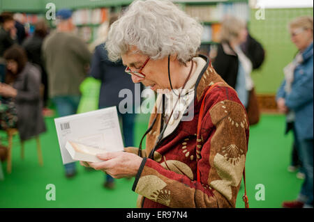 Hay on Wye, UK. Thursday 28 May 2015  Pictured: A woman reads a book at the book shop in Hay Browse the books at - Stock Photo