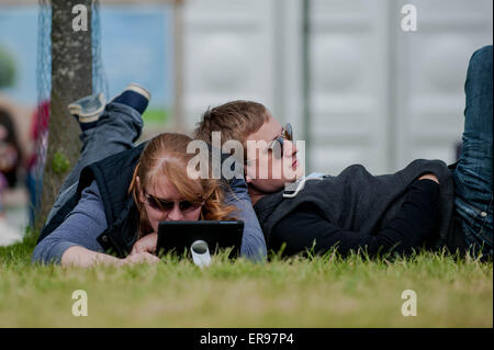 Hay on Wye, UK. Thursday 28 May 2015  Pictured: People relax in the Sun at the Hay Festival RE: The Hay Festival - Stock Photo