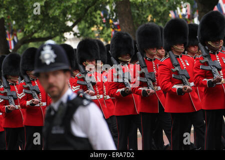 London, UK. 30 May 2015. A police officer on duty at the Mall as Soldiers in full dress uniform take part in the - Stock Photo