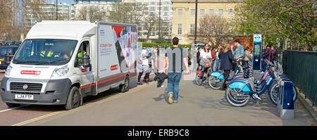 Santander bike hire scheme service van attending at a docking station in Hyde Park during change over of sponsoring - Stock Photo