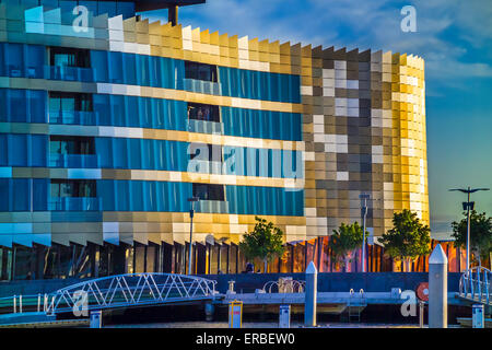 "Modern Architecture Melbourne melbourne docklands / modern apartments in ""harbour town"