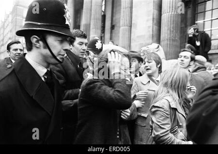 Civil Wedding of Paul McCartney & Linda Eastman, Marylebone Register Office, London, 12th March 1969. - Stock Photo
