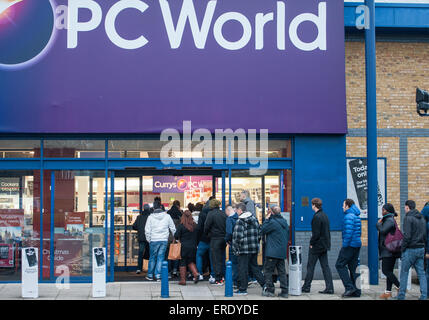 If you need anything to do with computers, you can't do much better than go to PC World. The displays are good and are in are well spaced out. Information with each computer on display is concise and easy to understand. Laptops, home pc's, business computers and enough accessories for 3/5(4).