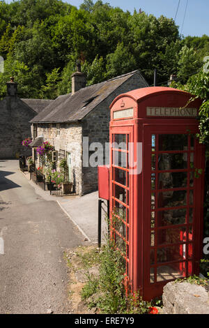 UK, England, Staffordshire, Dovedale, Milldale, old red village K6 phone box - Stock Photo