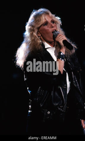 Kim Carnes, singing, Los Angeles, USA. Kim Carnes, Grammy award-winning American pop / rock musician, singer and - Stock Photo
