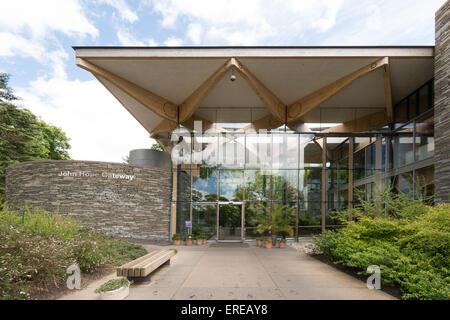 The John Hope Gateway entrance and visitor centre at The Royal Botanic Garden, Edinburgh - Stock Photo