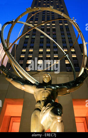 Atlas' (Cast bronze sculpture) was completed in 1937 by the artists Lee Lawrie (American, born Germany, 1877-1963) - Stock Photo