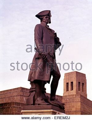 Captain Cook Statue, The Mall, Piccadilly, London, UK. Captain James Cook ( 1728 – 1779), British explorer, navigator - Stock Photo