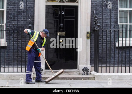 Westminster, London, UK. 2nd June 2015. A cleaner from Westminster council sweeps outside 10 Downing Street Credit: - Stock Photo