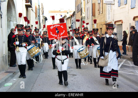 Drummers of the Musique du Tambour d'Arcole in Napoleonic light infantry uniform  marching in the village of Roquemaure, - Stock Photo