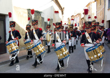 Dummers of the Musique du Tambour d'Arcole in Napoleonic light infantry uniform marching in the village of Roquemaure, - Stock Photo