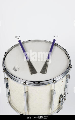 Snare drum with wire brushes Stock Photo: 83322016 - Alamy