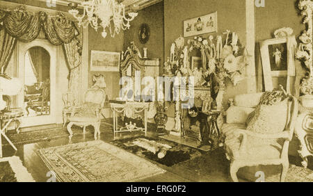 Luxurious interior from the 1890s. Caption reads: 'A sitting room in a Fifth Avenue mansion in the nineties'. - Stock Photo