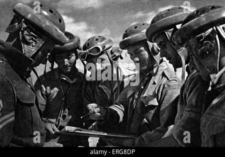 The Eighth Army - WWII. Battle of Sidi Rezegh, November 1941. Tank crews discuss ways to overcome the German Mark - Stock Photo