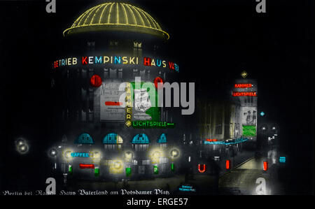 Berlin by night (Berlin bei Nacht) - Haus Vaterland on Potsdamer Platz. Pleasure palace in use from 1928 to 1943. - Stock Photo