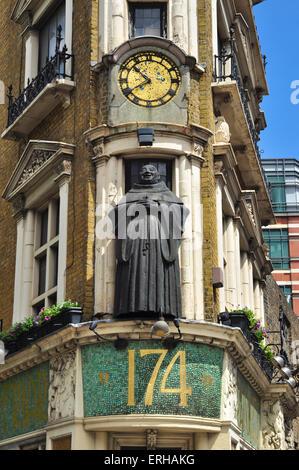 Black Friar statue on Blackfriars Public House, Blackfriars, London, England, UK - Stock Photo
