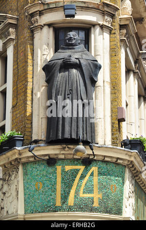Black Friar statue on Blackfriars Public House, Queen Victoria Street, Blackfriars, London, England, UK - Stock Photo