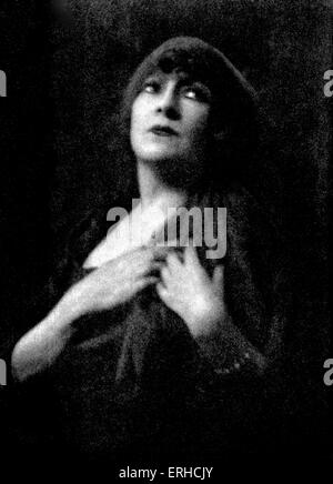 Georgette Leblanc in title role in Maurice Maeterlink 's Monna Vanna Premiered on 7 May 1902 at Théatre de l'Oeuvre. - Stock Photo