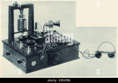 Wireless telephone transmitter and receiver with the latest Fleming valve. Drawing from 1919. Sir Ambrose Fleming: - Stock Photo