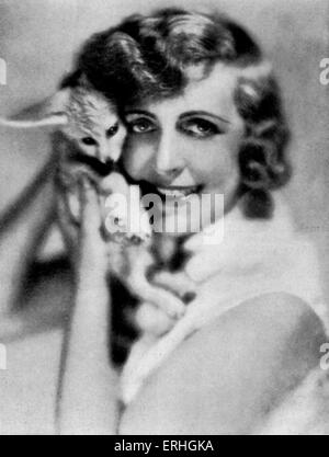 Hedwig (Vicki) Baum - portrait of the Austrian writer and novelist with a small dog, c. 1930. 24 January 1888 - - Stock Photo