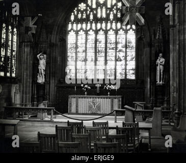 New figures of St Michael & St George at Manchester Cathedral, 11th November 1938. Manchester Cathedral is a medieval - Stock Photo