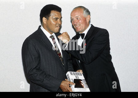 Legendary American boxer Muhammad Ali, formerly Cassius Clay,  and Britain's Henry Cooper who he fought in 1963 - Stock Photo