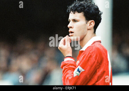 Everton 0-2 Manchester United, league match at Goodison Park, Saturday 12th September 1992. Ryan Giggs. - Stock Photo